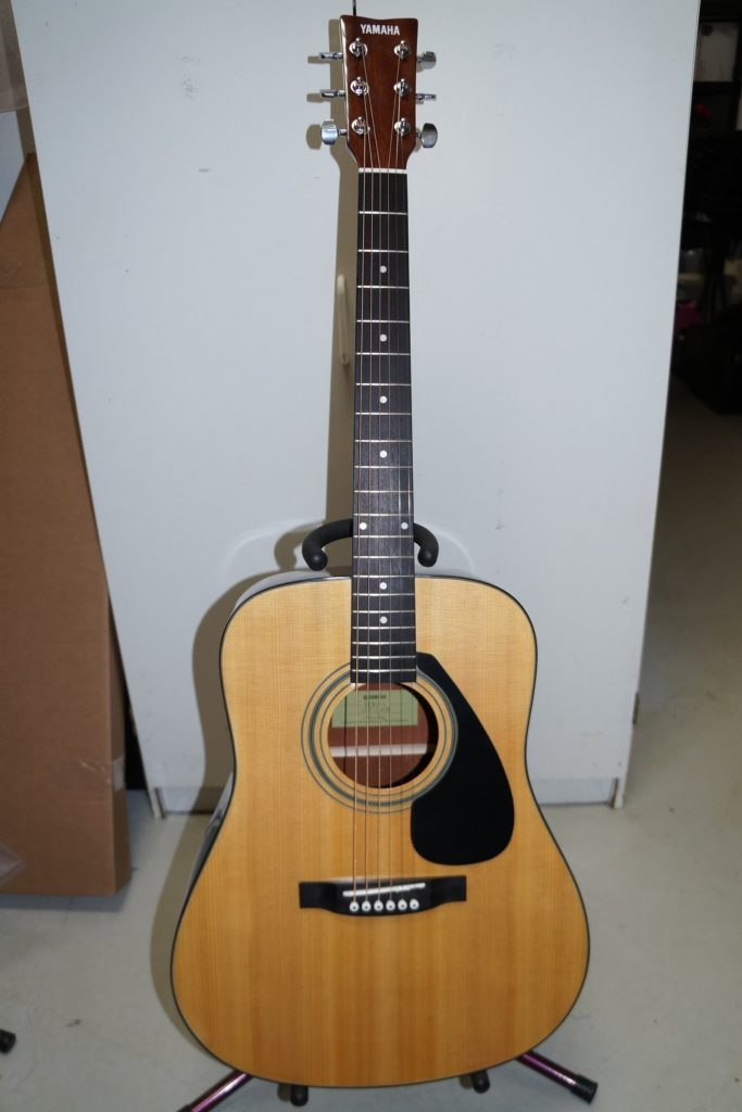 Yamaha FD01S Acoustic Guitar with Solid Spruce Top in Natural Finish