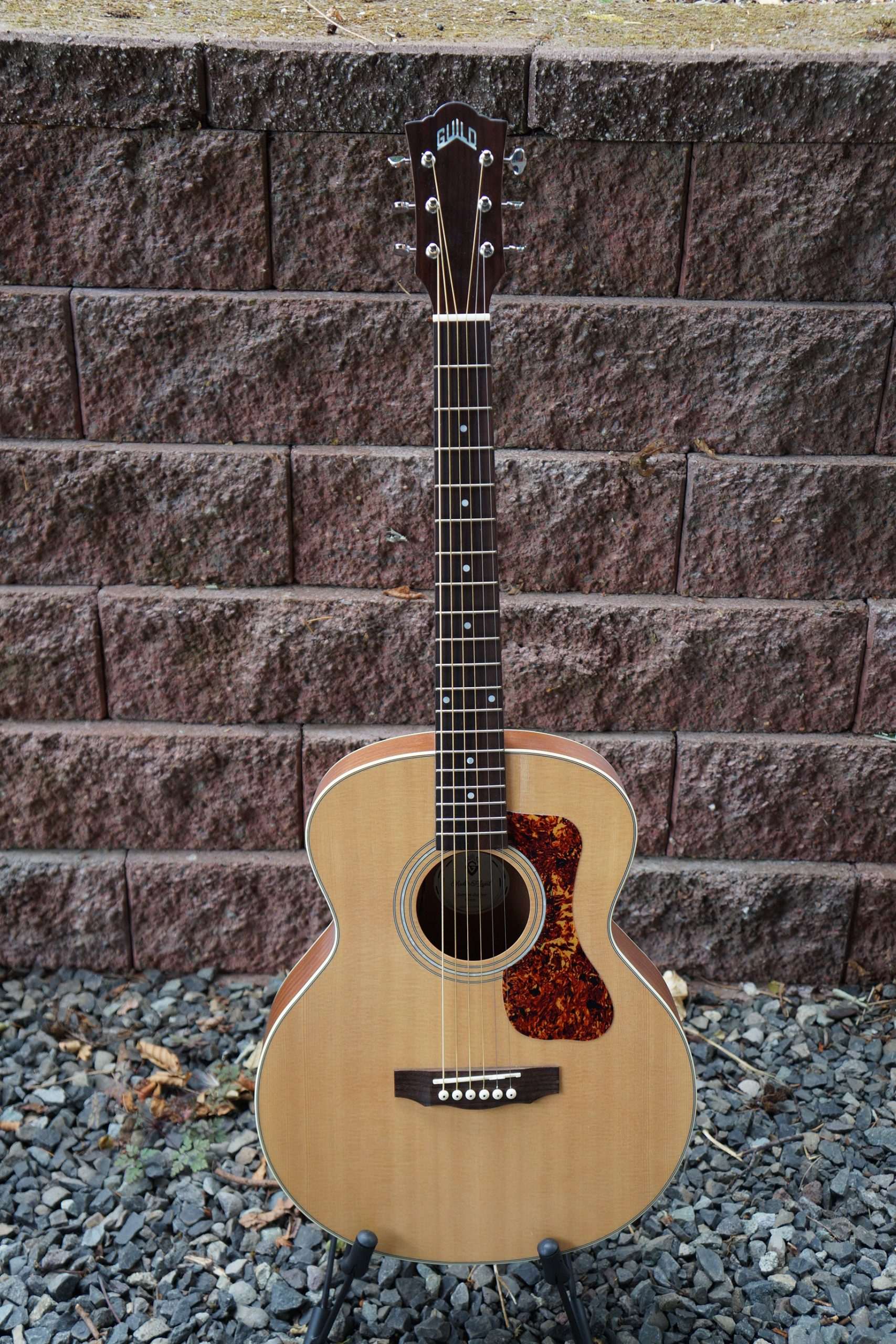Guild Jumbo Junior Acoustic/Electric with Spruce Top and Mahogany Body