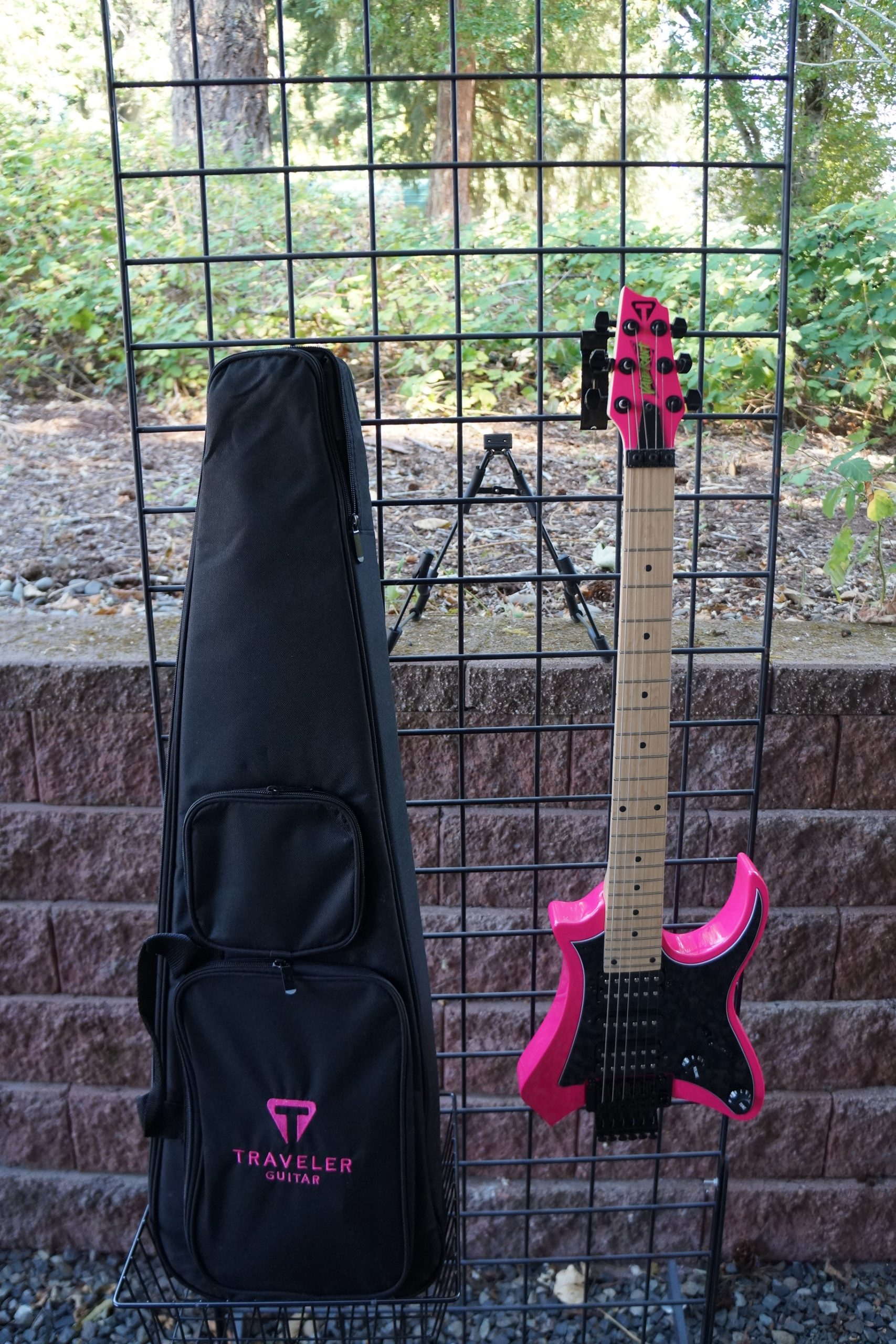 Traveler Vaibrant 88S HSH Electric Travel Guitar in Hot Pink with Travel Bag